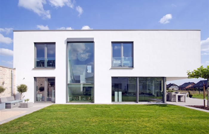 Moderne Haus Flachdach in Bünde mit großer Glasfront I Strothotte Architekten