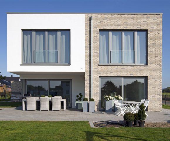 Moderne Haus Flachdach in Bünde mit Klinkerfassade I Strothotte Architekten
