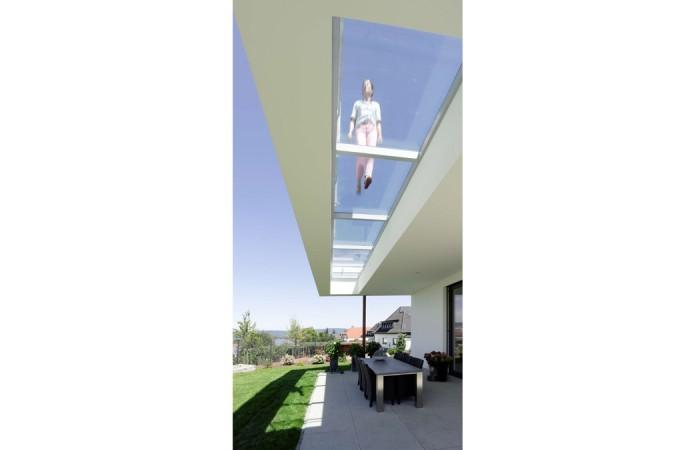 begehbares glas-strothotte-architekten